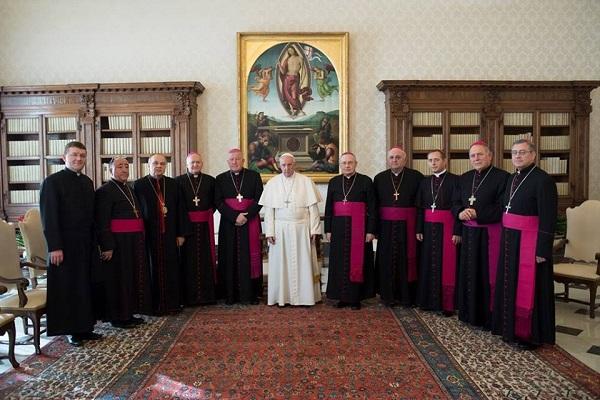 Папата се сретна со бискупите на Македонија, Србија, Црна Гора и Косово