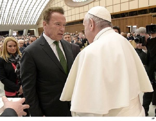 Терминатор се врати и се сретна со Папата