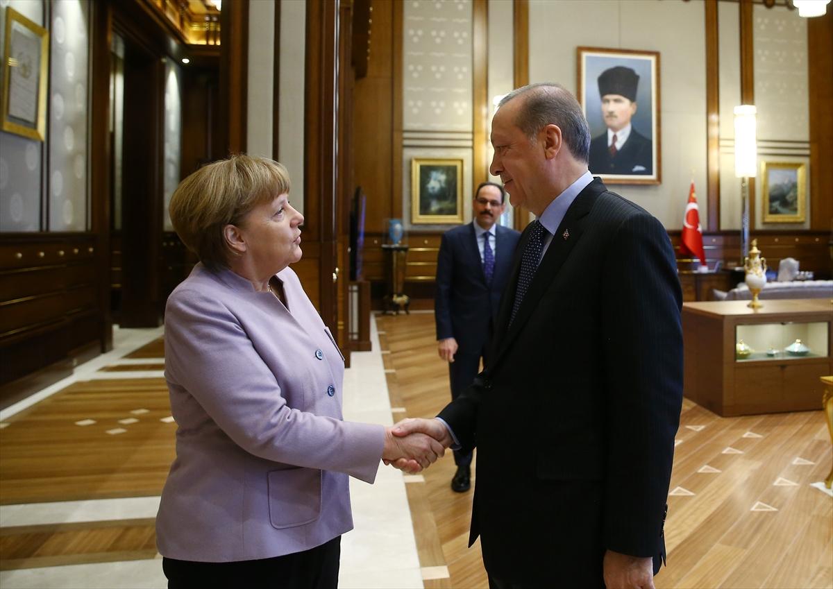 """Ердоган по состанокот со Меркел: Неприфатлив е терминот """"исламски тероризам"""""""