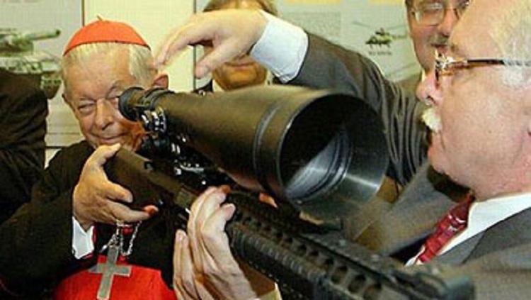 ДНЕВНИК: Свештениците може да поседуваат оружје