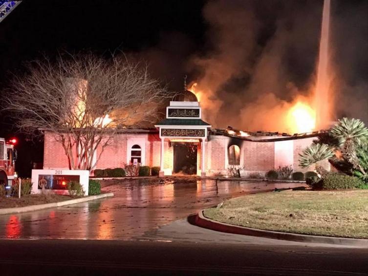 Евреи во Тексас им ја отстапија синагогата на муслиманите откако изгоре градската џамија