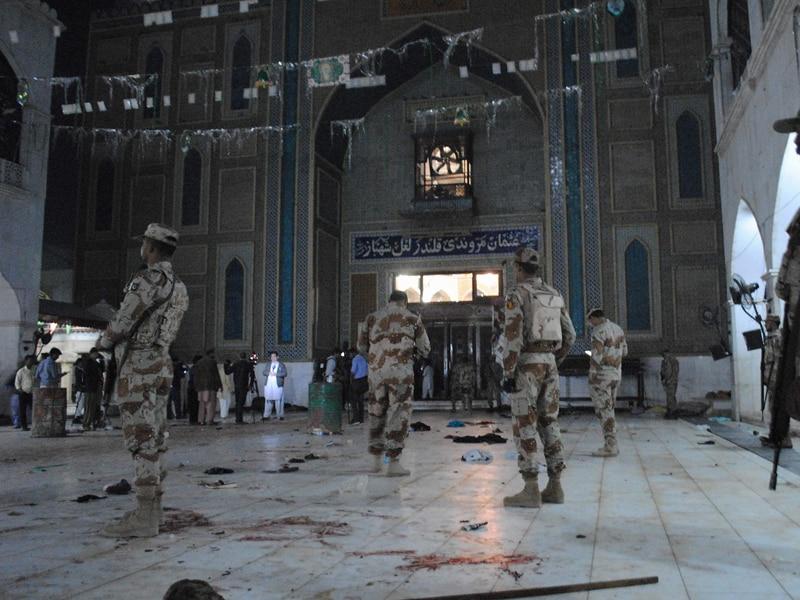 Бомбаш самоубиец се разнесе во верски храм во Пакистан