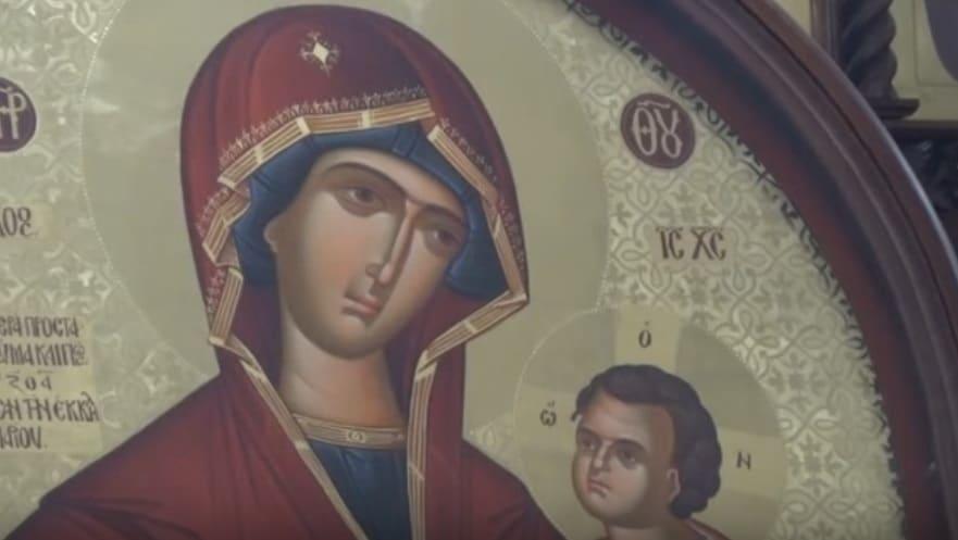 Христијани и муслимани со почит кон чудотворната икона во Струмица