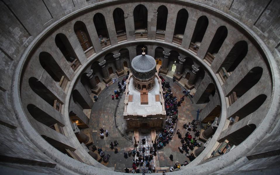 Заврши реставрацијата на гробот на Христос  верниците на поклонение