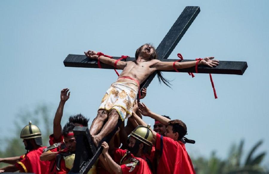 TOPSHOT - A Philippine Christian devotee