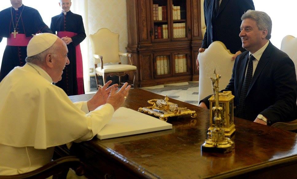 Претседателот Иванов и папата Франциск разговарале за состојбата во Македонија