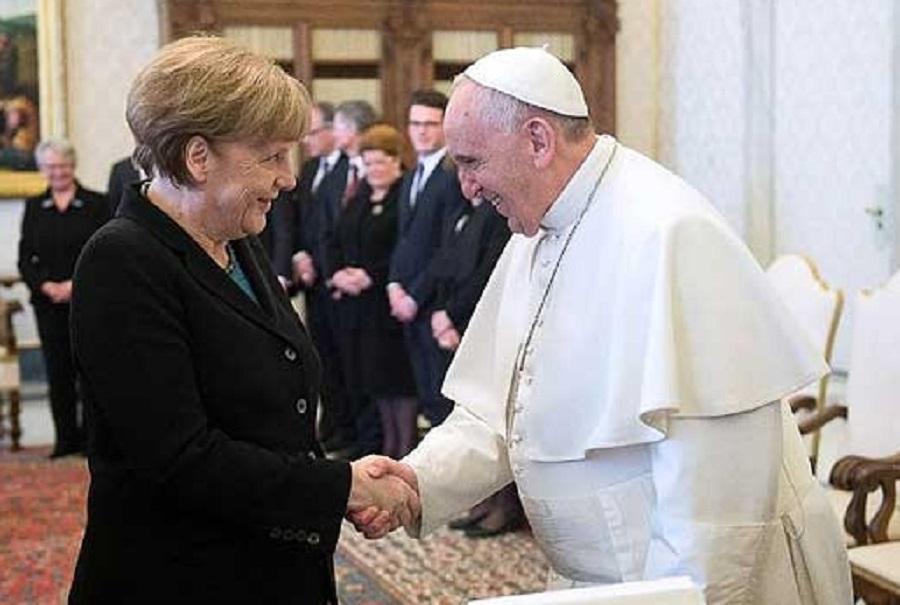 Меркел и Папата: Ѕидовите треба да се уриваат, а не да се градат
