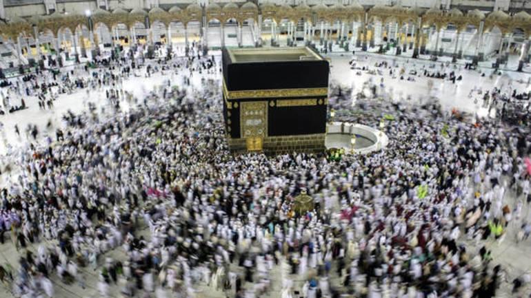 Каба во Мека покриена со италијанска свила и германско злато