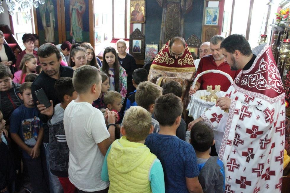 Владиката Јосиф со благослов за учениците за успешна година