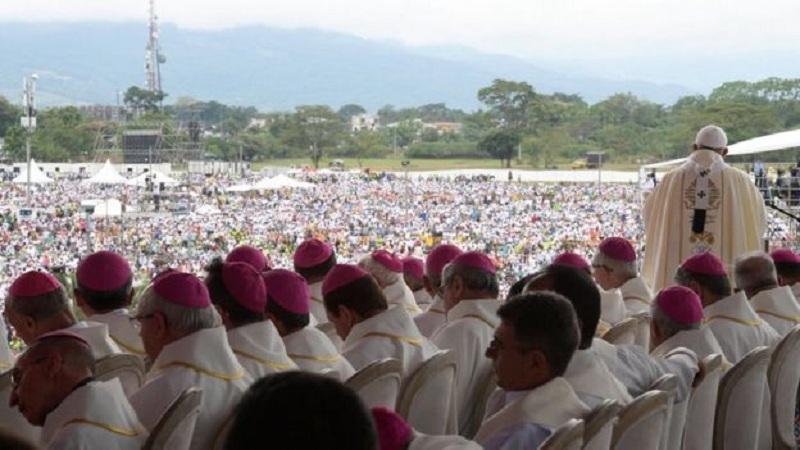 """Папата со молитва за жртвите на ураганот ,,Ирма"""" и од земјотресот во Мексико"""