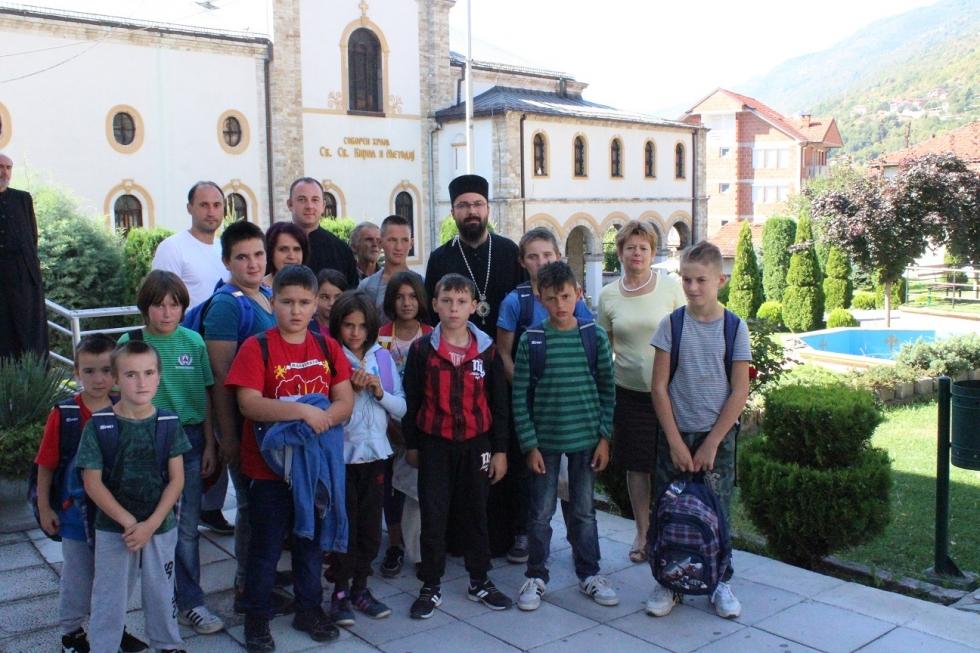 Ранци и училишен пробор за учениците од тетовско