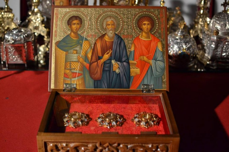 Бугарската црква му подари на Бигорски честици од мошти на пет светители