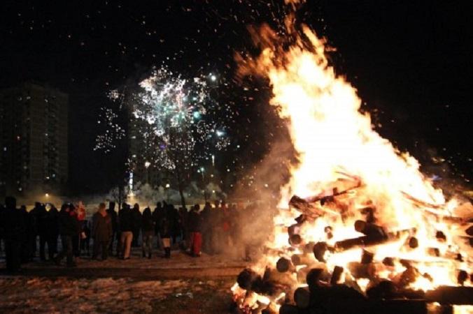 Полицијата растури бадникарски оган во скопско и приведе десет лица