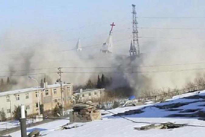Кина со динамит урна огромна христијанска црква