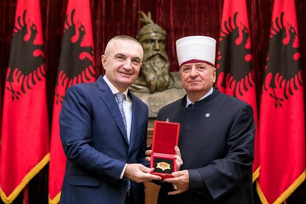 Илир Мета го одликува поглаварот на ИВЗ со ореден на Скендербег