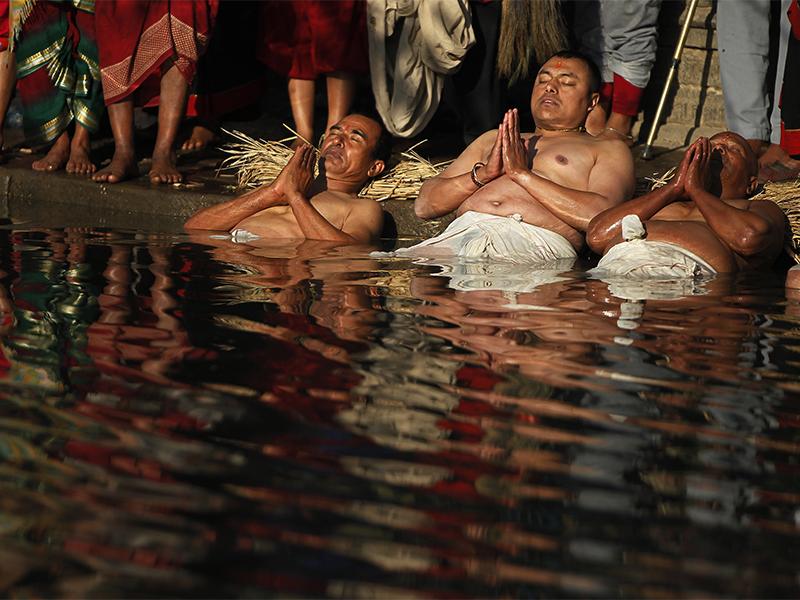 ФОТО: Религиски ритуали низ светот во првата недела од 2018