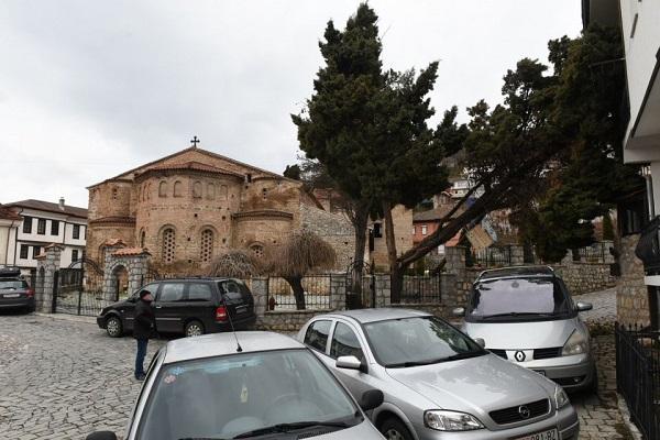 ФОТО: Срушено дрво во дворот на црквата Света Софија во Охрид