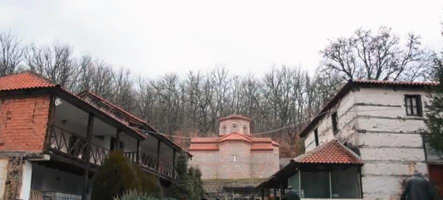 Владиката Петар ќе ја сече шумата и ќе го руши манастирот во Јанковец за да изгради нов