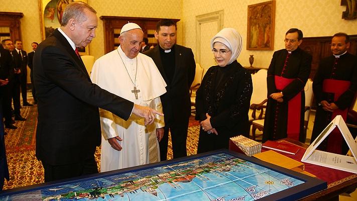 Папата и Ердоган: Тероризмот нема религија