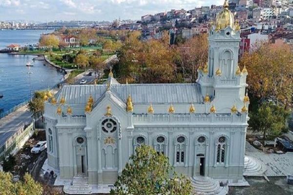 Иванов ја посети железната црква во Истанбул