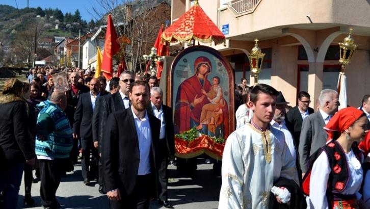 Во недела Богородица Брзопослушница повторно низ струмичките улици