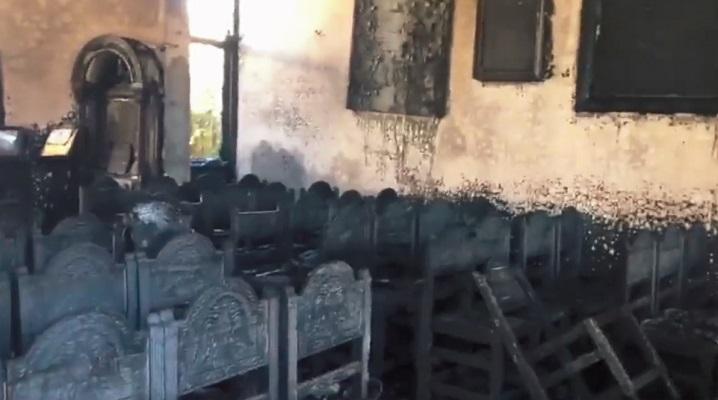 Изгоре црква во Австралија