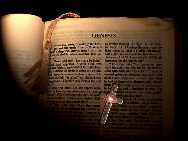 Забранија Библија да се купува на интернет