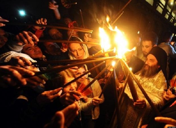 Благодатниот Оган на скопскиот аеродром ќе стаса околу 20 часот