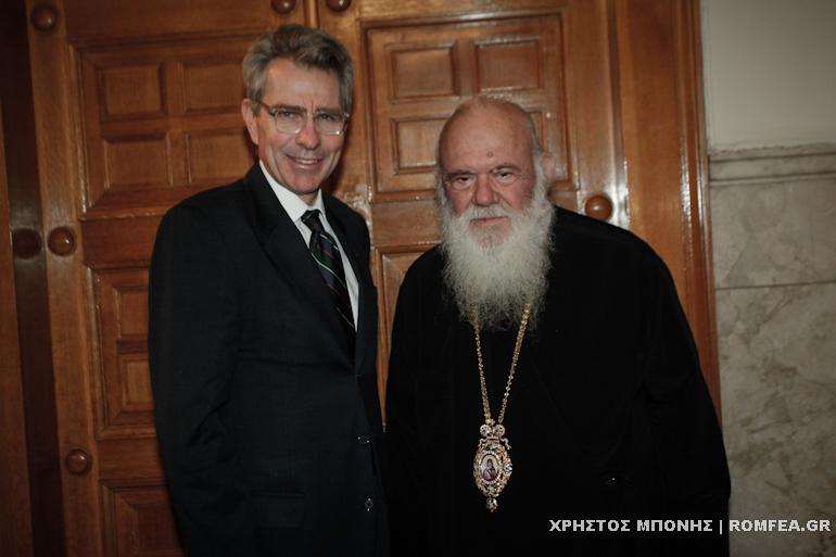 Украина и Македонија главни теми на средбата на грчкиот  архиепископ и американскиот амбасадор