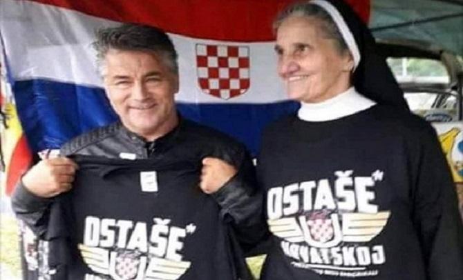 Хрватска калуѓерка со усташки симболи ги повикува младите да не се селат во странство