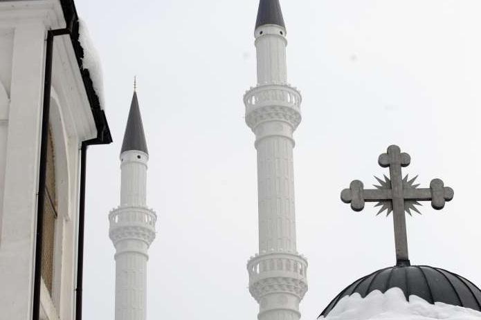 Како и колку државата да стави рака врз верските заедници?