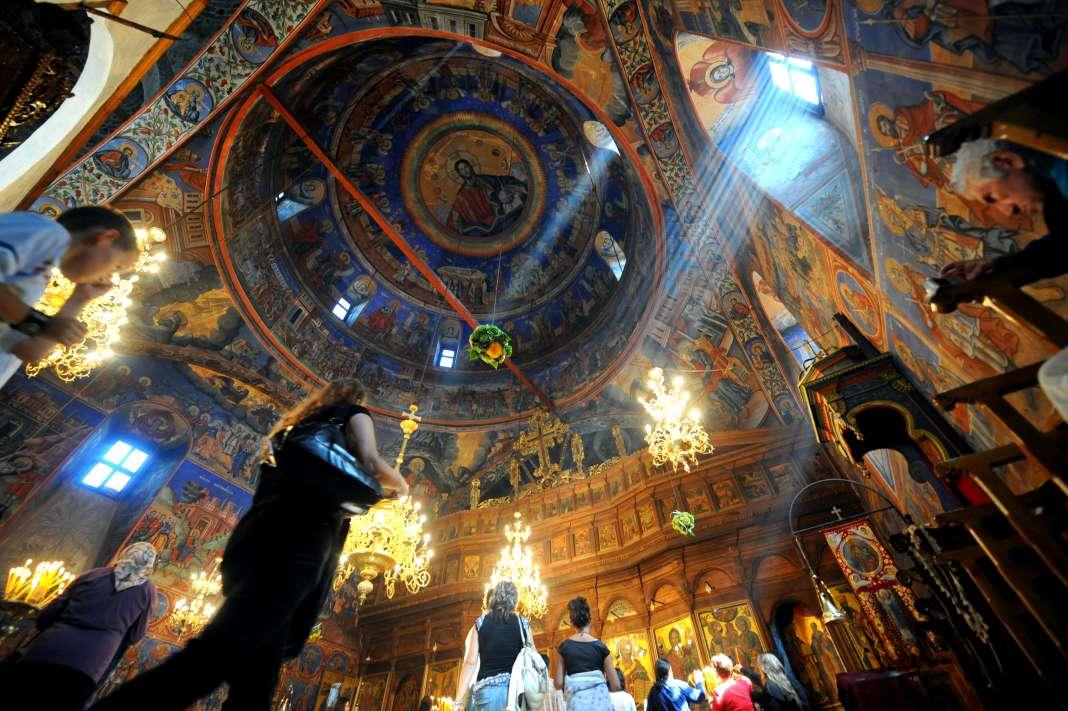 МПЦ-ОА во челустите на соседните православни цркви