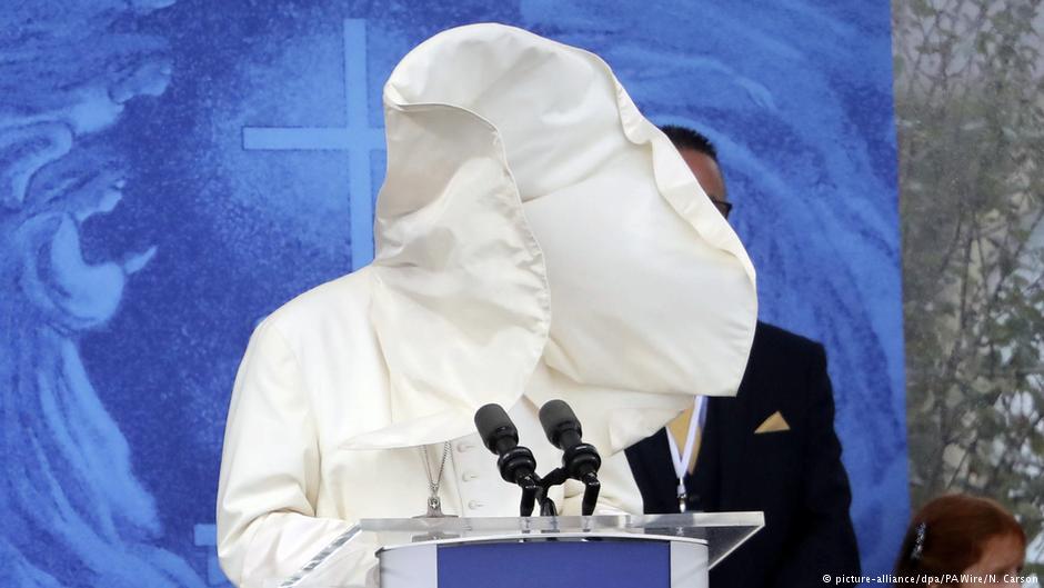 Морално банкротираната црква на папата