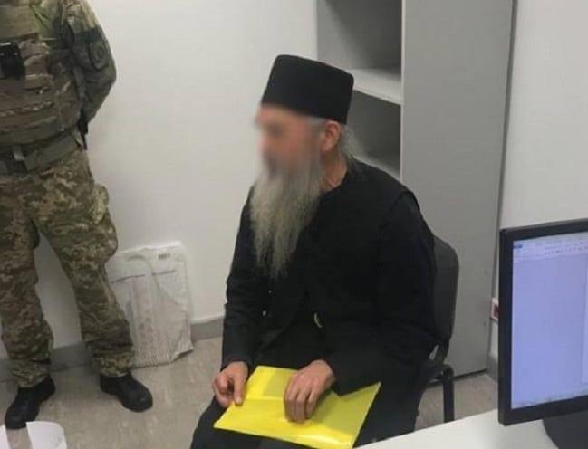Монах приведен на аеродром со лажен бугарски пасош