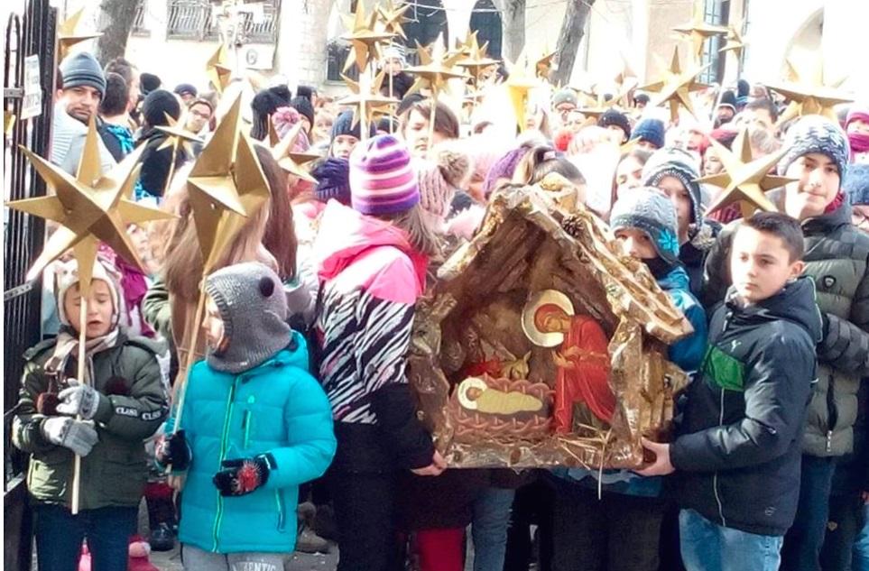 Над 200 деца во Бадникова поворка во Ресен