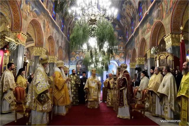Двајца грчки владици почнаа да го спомнуваат името на украинскиот митрополит Епифаниј