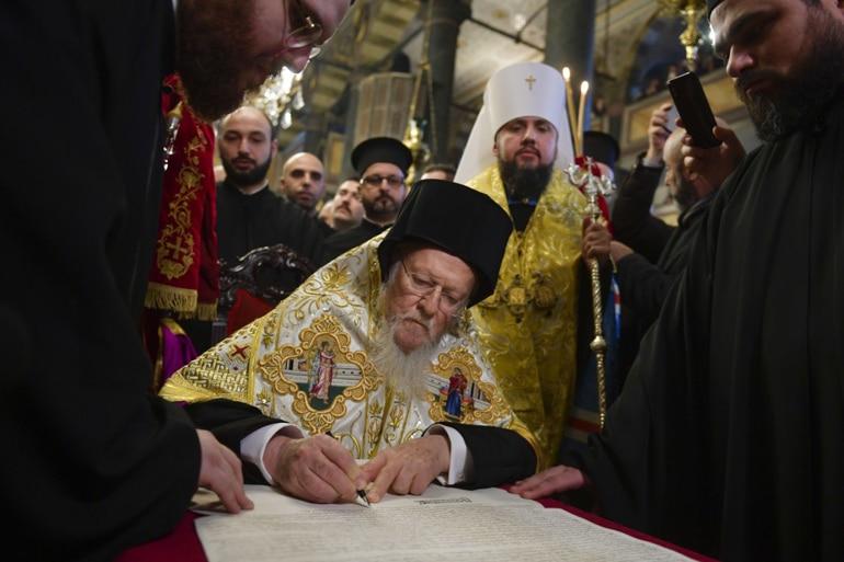 Треба ли помесните цркви да ги ратификуваат актите за автокефалија издадени од Вселенската Патријаршија?