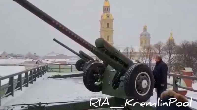 Путин за Божик пукаше со топ