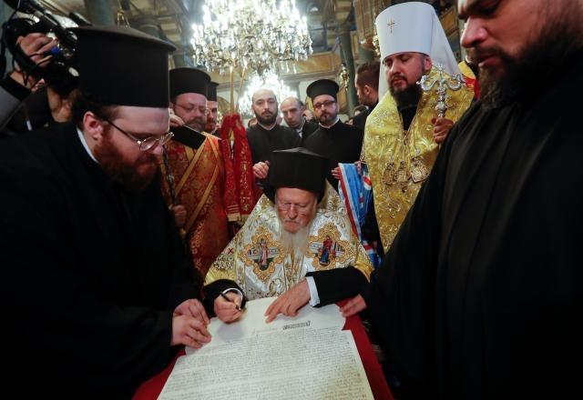 Вартоломеј го потпиша Томосот за независноста на новата украинска црква