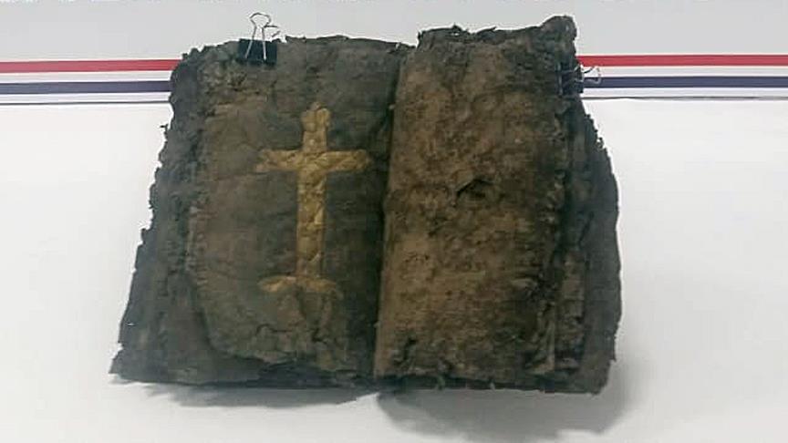 Турција: Запленета библија за која се тврди дека е стара 1.200 години
