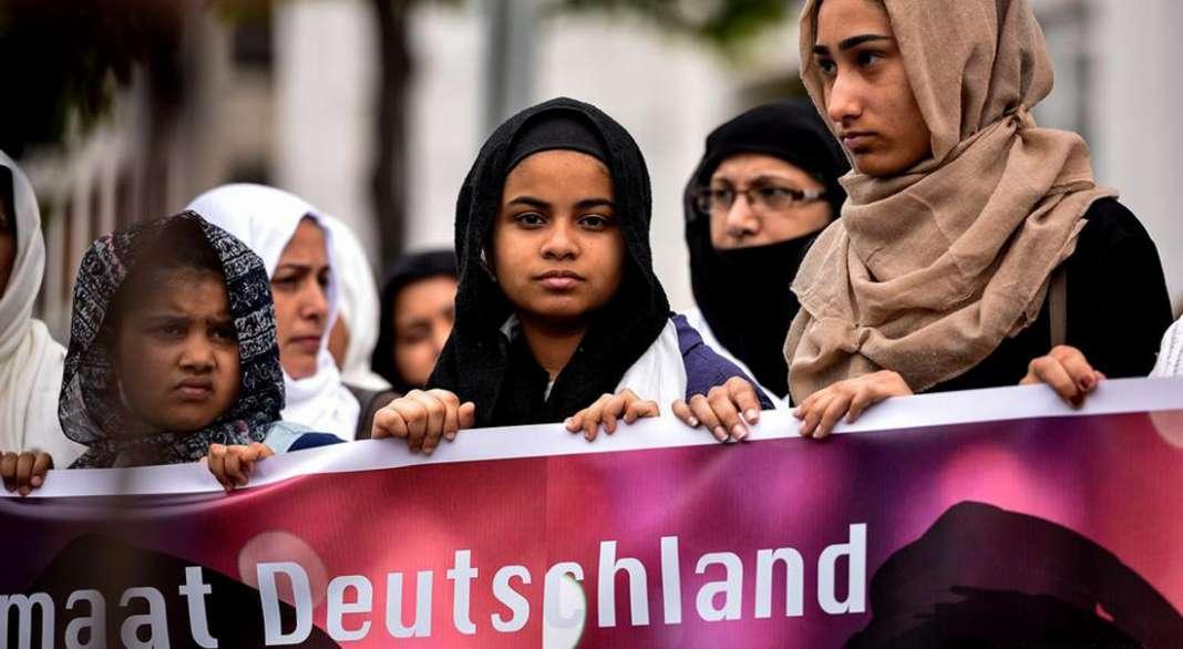 Западните христијански земји сметаат дека исламот се судира со националните вредности