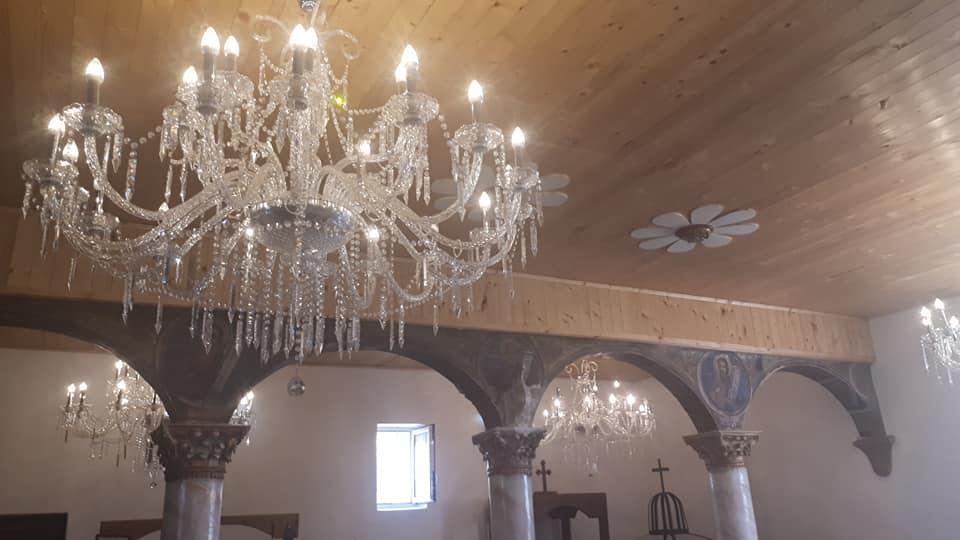 Мицкоски ги отстрани од партиското седиште и ги донираше луксузните лустери на цркви и манастири