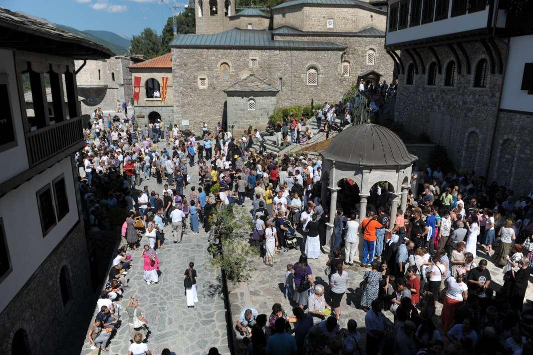 Верници од Грција на поклонение во македонските светилишта