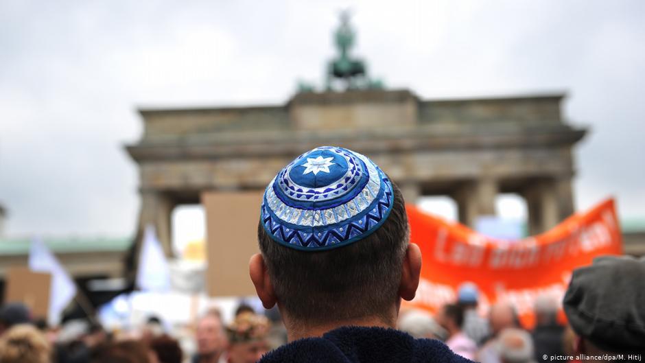 Само невидлив Евреин е безбеден во Германија?