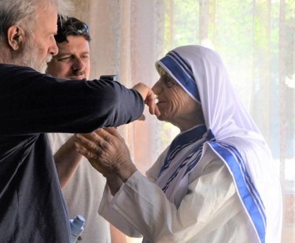 Видете ја новата склуптура на Мајка Тереза во Скопје – колку реалистична