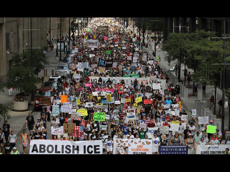 Десетина цркви во САД ги штитат мигрантите од депортација