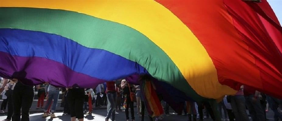 """Надбискупот на Краков ја нарече ЛГБТ заедницата ,,чума во боја на виножитото"""""""