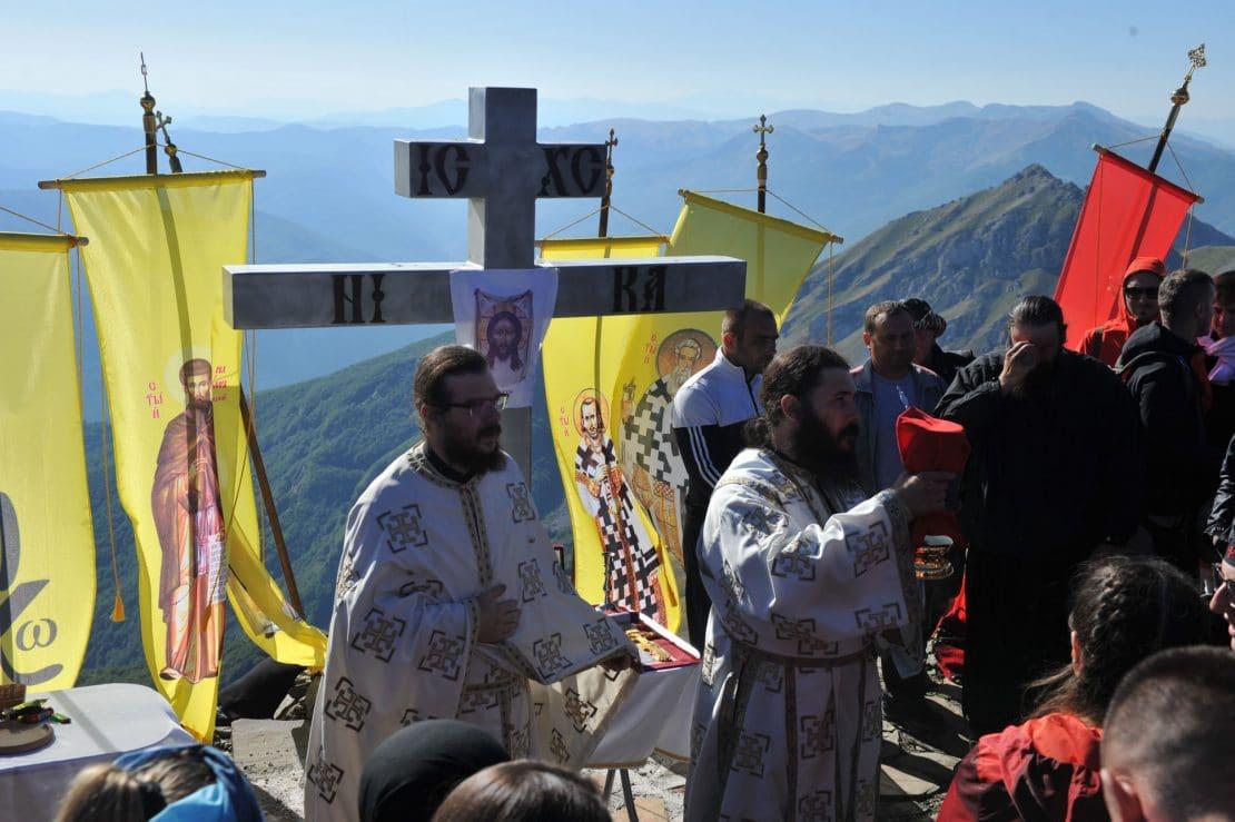 Голем Крчин и годинава ги дочека монасите и верниците за божествена литургија