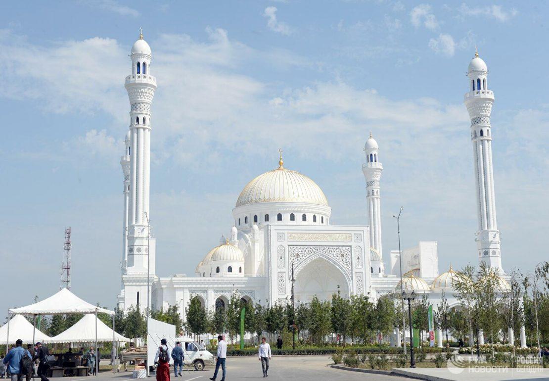 Путин му честиташе на Кадиров за отворањето на џамијата – Гордоста на муслиманите