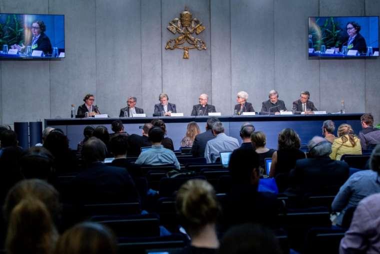 Ватикан пред голема реформа